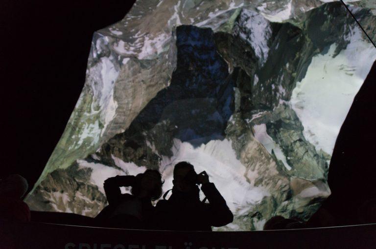 Matterhorn-Skulptur-Spiegelung